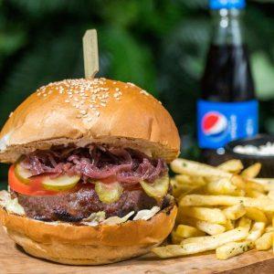 Beauty and The Beef Burger + cartofi prajiti cu patrunjel si condimente + sos de maioneza cu usturoi + suc gama Pepsi 0.25 delivery livrare food comanda order Bucuresti