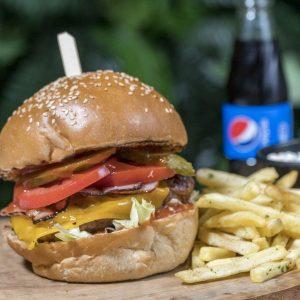 Habanero Suicide Burger + cartofi prăjiți cu pătrunjel și condimente + sos de maioneza cu usturoi + suc gama Pepsi 0.25 delivery livrare food comanda order Bucuresti